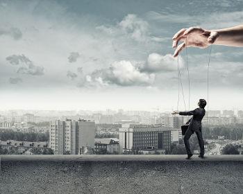 O meio social controla nosso comportamento de forma imperceptível