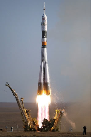 A  reação de combustão nos foguetes seria lenta, porém seu estudo pela Cinética Química propiciou encontrar um meio de aumentar sua velocidade