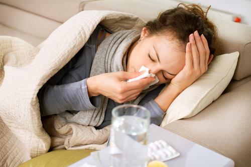 Graças à ação do tecido ciliado, o muco nasal é direcionado para garganta ou nariz.