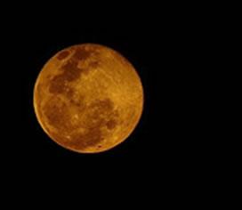 A lua alaranjada: efeito da refração atmosférica
