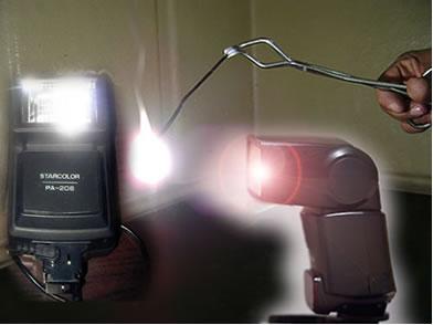 A luz provinda dos flashes fotográficos é obtida através da reação de síntese total do magnésio com o oxigênio do ar, formando o óxido de magnésio