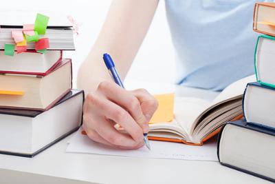 Um bom texto dissertativo apresenta ideias e organiza-as de maneira coerente. Fundamente e exponha seus argumentos de maneira clara e precisa