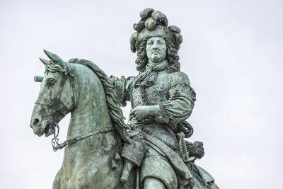 Luís XIV é considerado o principal símbolo da monarquia nacional francesa
