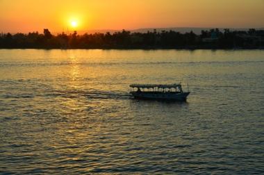 Navegação sendo realizada no leito do Nilo