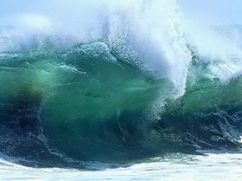 Oceanos e mares formam ondas propícias para a prática de esportes.