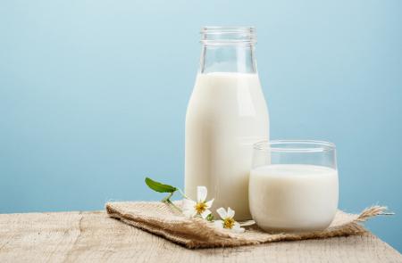 A cor do leite é determinada pela presença de algumas substâncias