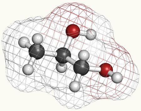 O propilenoglicol, que é produzido na oxidação branda de alcenos, é usado em cremes dentais