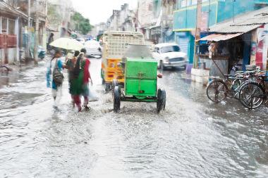 Alagamento nas ruas de Tamil Nadu, na Índia, em razão de uma monção marítima chuvosa
