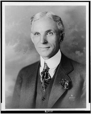 Henry Ford, responsável pela aplicação do Fordismo em 1914