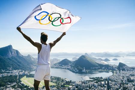 As Olimpíadas são realizadas de quatro em quatro anos, sempre em um país diferente*