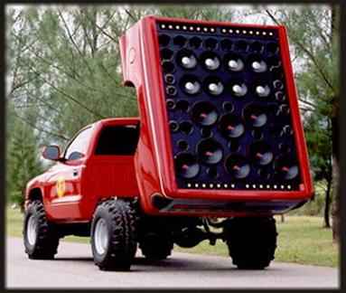 As pessoas equipam seus veículos com aparelhos de som capazes de emitir sons de até 150 db (decibéis)