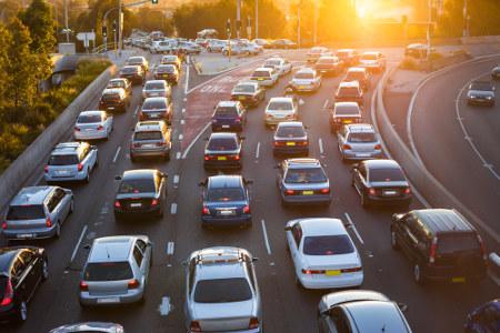 O movimento diário de ida e volta para o trabalho ou estudo em outra cidade caracteriza o movimento pendular
