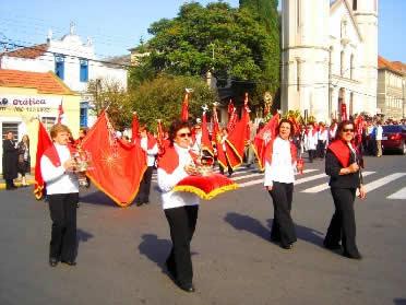 A festa do Divino Espírito Santo remonta a trajetória das relações sociais do Brasil.