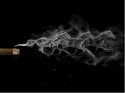 A fumaça de cigarro parece desaparecer em virtude da difusão dos gases