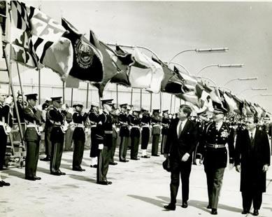 João Goulart junto ao presidente John F. Kenedy nos EUA. Os militares tentaram a todo custo impedir a posse do presidente brasileiro em 1961.*