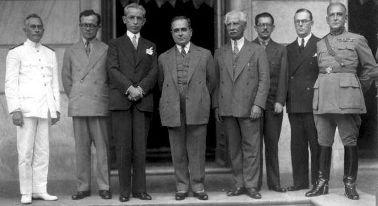 Getúlio Vargas e seus ministros. O governo que iniciou a industrialização no país
