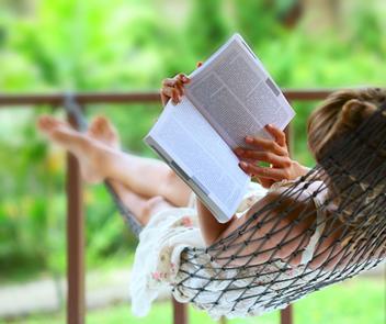 A leitura é muito importante na produção de texto, pois antes de ser um escritor competente, é preciso ser um leitor competente