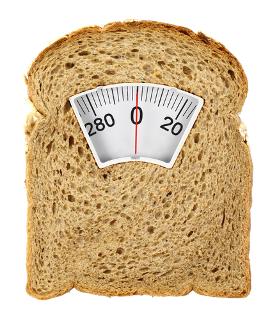 Uma dieta sem glúten, em que há a retirada de alimentos como o pão de farinha de trigo, pode auxiliar no emagrecimento