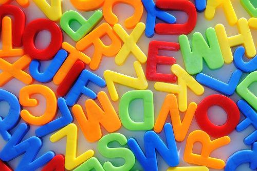 As consoantes são classificadas pela função, modo e ponto de articulação