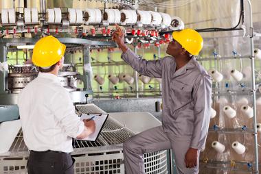 Os meios de produção são importantes para garantir os sistemas de fabricação de mercadorias
