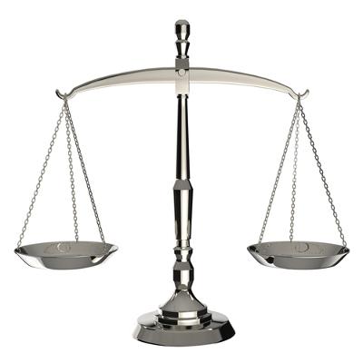 Balança de dois pratos: as primeiras balanças utilizadas pelo homem