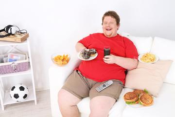 A obesidade relaciona-se com vários fatores, entre eles, a má alimentação e o sedentarismo