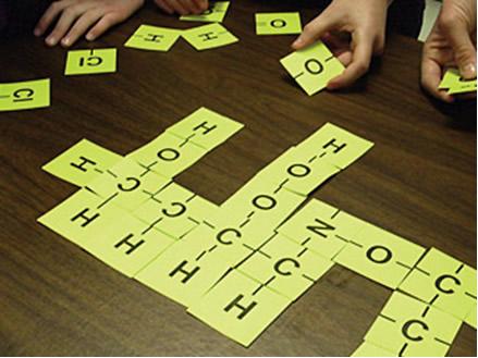 A estrutura do composto indica a qual função orgânica ele pertence