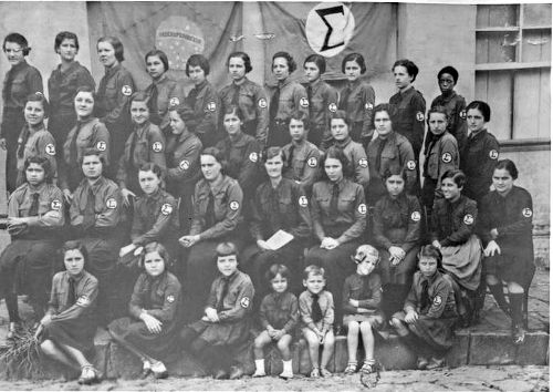 Jovens integralistas uniformizados no fim dos anos 1930