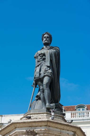 Luís de Camões levou a língua portuguesa ao seu patamar mais sólido desde  o início de sua formação