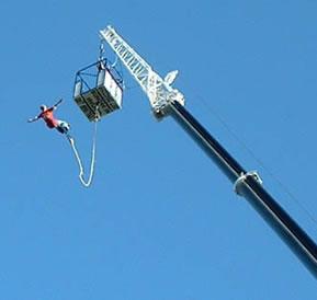 Salto de um bungee jump