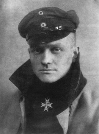Manfred von Richthofen, conhecido como o Barão Vermelho, é considerado o maior combatente aéreo da história alemã