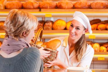 """Em inglês, a expressão """"Me dê 5 pães"""" não existe. É utilizada a fala: Me dê alguns pães, ou melhor, """"Give me some breads"""""""