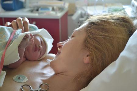 O parto é um exemplo de feedback positivo