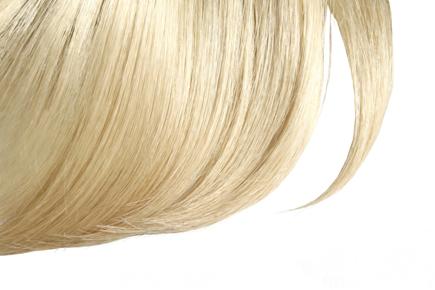 Uma das principais utilizações do peróxido de hidrogênio em solução aquosa (água oxigenada) é para descolorir cabelos