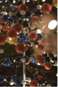 Ao serem examinados, podemos encontrar conjuntos de átomos com um ou outro número igual