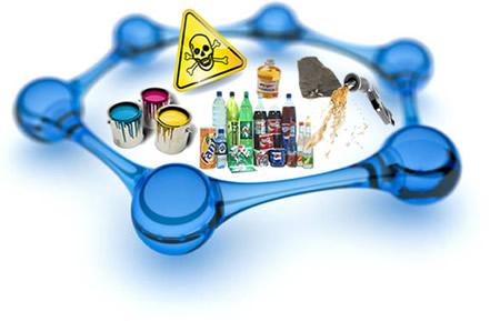 O benzeno, encontrado em tintas, vernizes, na hulha, e na forma de traços na gasolina e em alguns refrigerantes, é tóxico