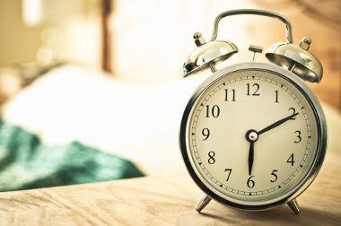 O tempo é um exemplo de grandeza escalar. Quando dizemos 6h e 10 min, a informação foi completamente passada