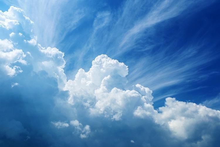 A massa de alguns tipos de nuvem pode corresponder ao peso de 100 elefantes