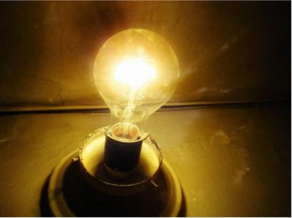 A luz vinda de uma lâmpada incandescente não é polarizada