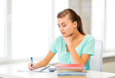 Para escrever bem é preciso ler bastante. Existem algumas técnicas que podem facilitar a produção dos textos escritos