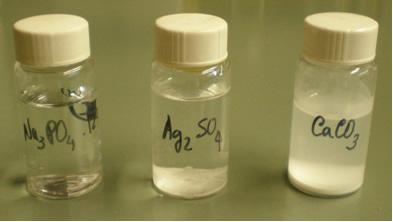 Diferentes solutos apresentam diferentes solubilidades em um mesmo solvente, por isso suas curvas de solubilidade são distintas