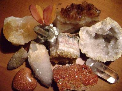 Os minerais e rochas são elementos diferentes que compõem a estrutura sólida da Terra