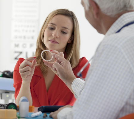 Ginecologista apresenta anel vaginal à paciente