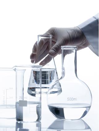 A água pura é uma solução neutra de pH igual a 7, com concentrações iguais de seus ânions e cátions