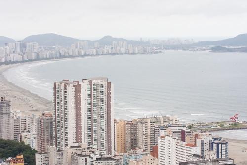A cidade de São Vicente foi fundada em 1532 durante a implantação das capitanias hereditárias no Brasil *