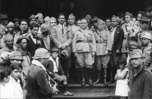 Getúlio Vargas, ao centro, foi o principal líder da Revolução de 1930