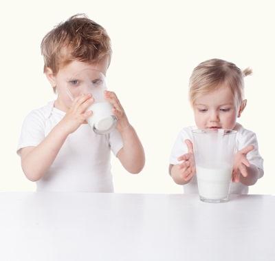 Normalmente a alergia à proteína do leite de vaca desenvolve-se para a cura espontânea