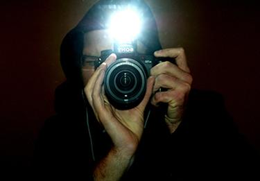 Flash eletrônico disparado no momento da captura da foto
