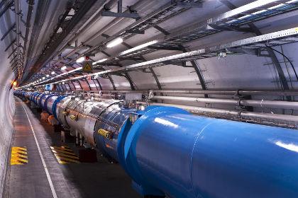 O interior dos anéis do LHC é um dos locais mais frios do Universo, bem como um dos mais rarefeitos