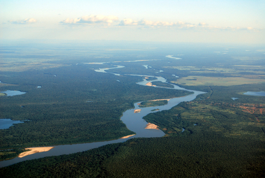Visão aérea do Rio Araguaia, que se origina nos domínios do Cerrado
